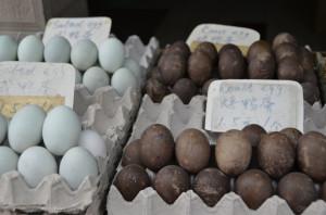 Cina - Suzhou - Uova d'anatra nere dette dei cent'anni. Fatte fermentate per mesi in cenere, sale, argilla e bucce di riso.