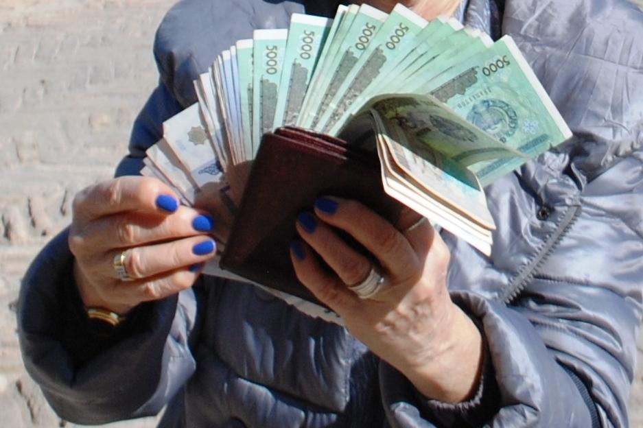 08-_-sum-uzbeko-1-euro-9-900-sum