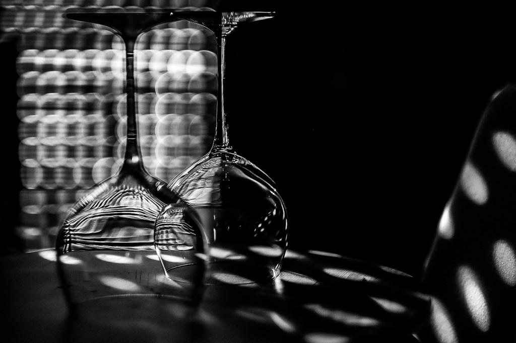 24-glasses-in-the-dark